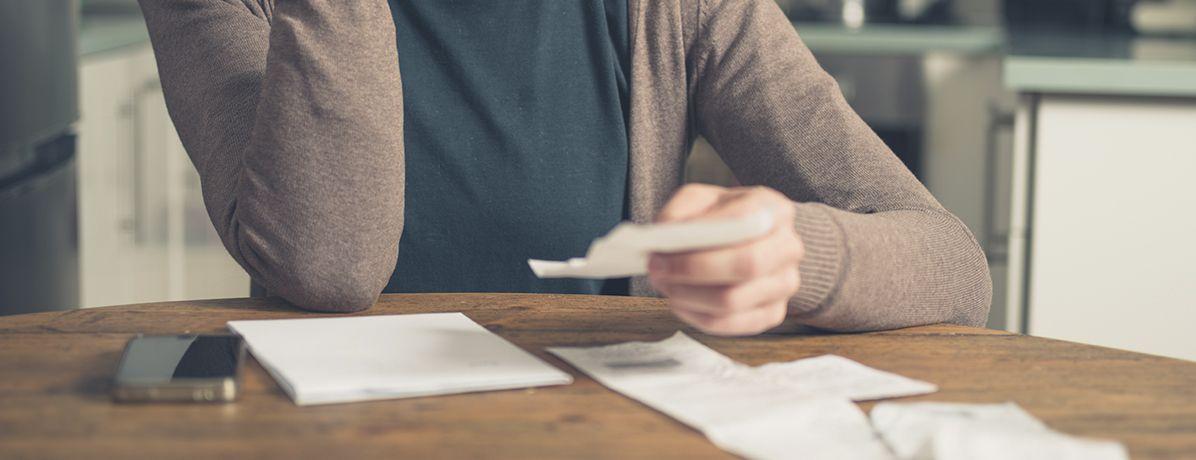 Descubra como colocar as contas em dia e começar o ano sem dívidas