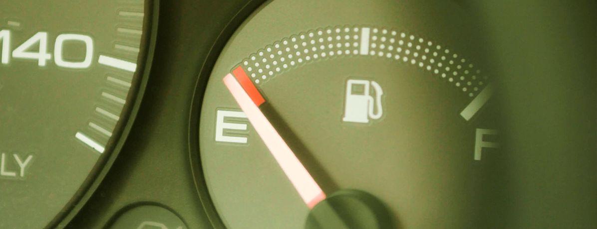 Como economizar gasolina: 10 dicas práticas que ajudam muito no dia a dia