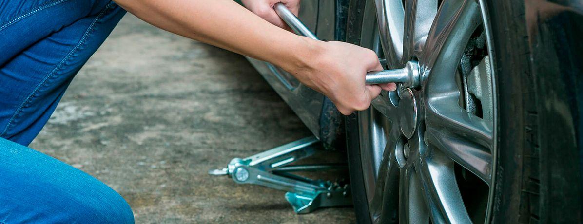 Como trocar pneu de carro? Aprenda agora com esse passo a passo!