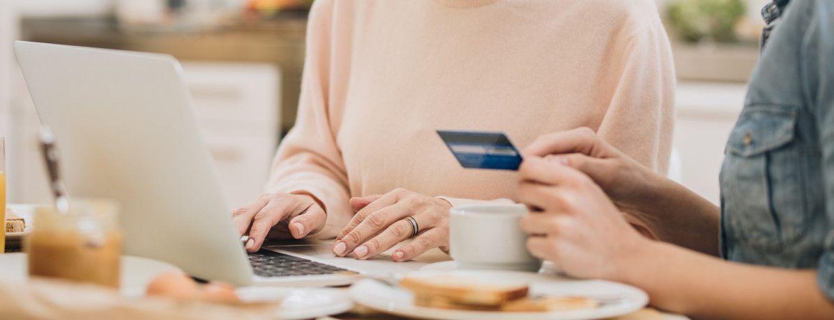 Compras de dia dos pais: confira os cuidados para não perder o controle financeiro