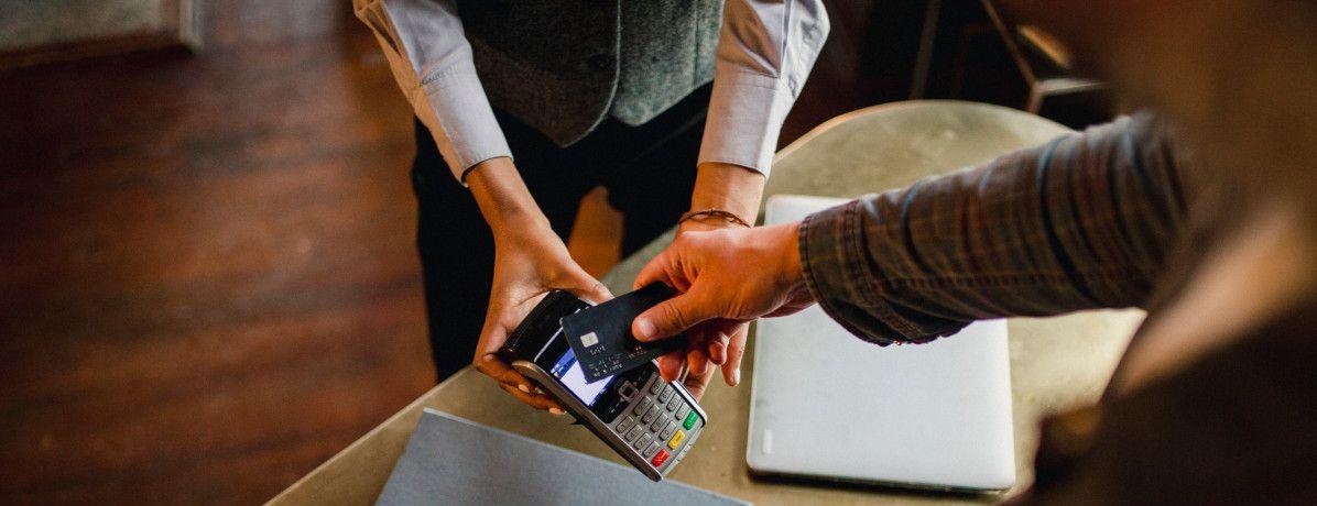 Débito ou crédito? Veja quando usar cada tipo de cartão!