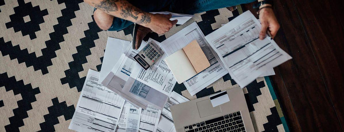 5 estratégias para pagar contas em dia e não sofrer com juros