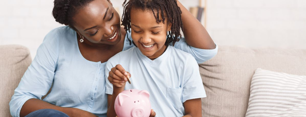 Como ensinar finanças aos filhos? Confira 6 maneiras