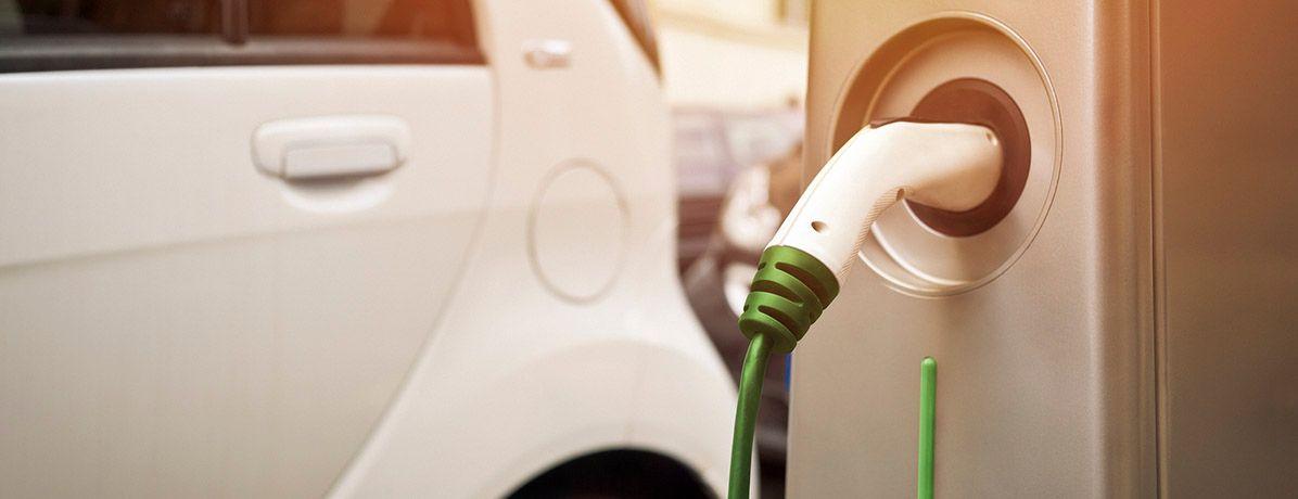 Confira os prós e contras de investir em um carro elétrico!